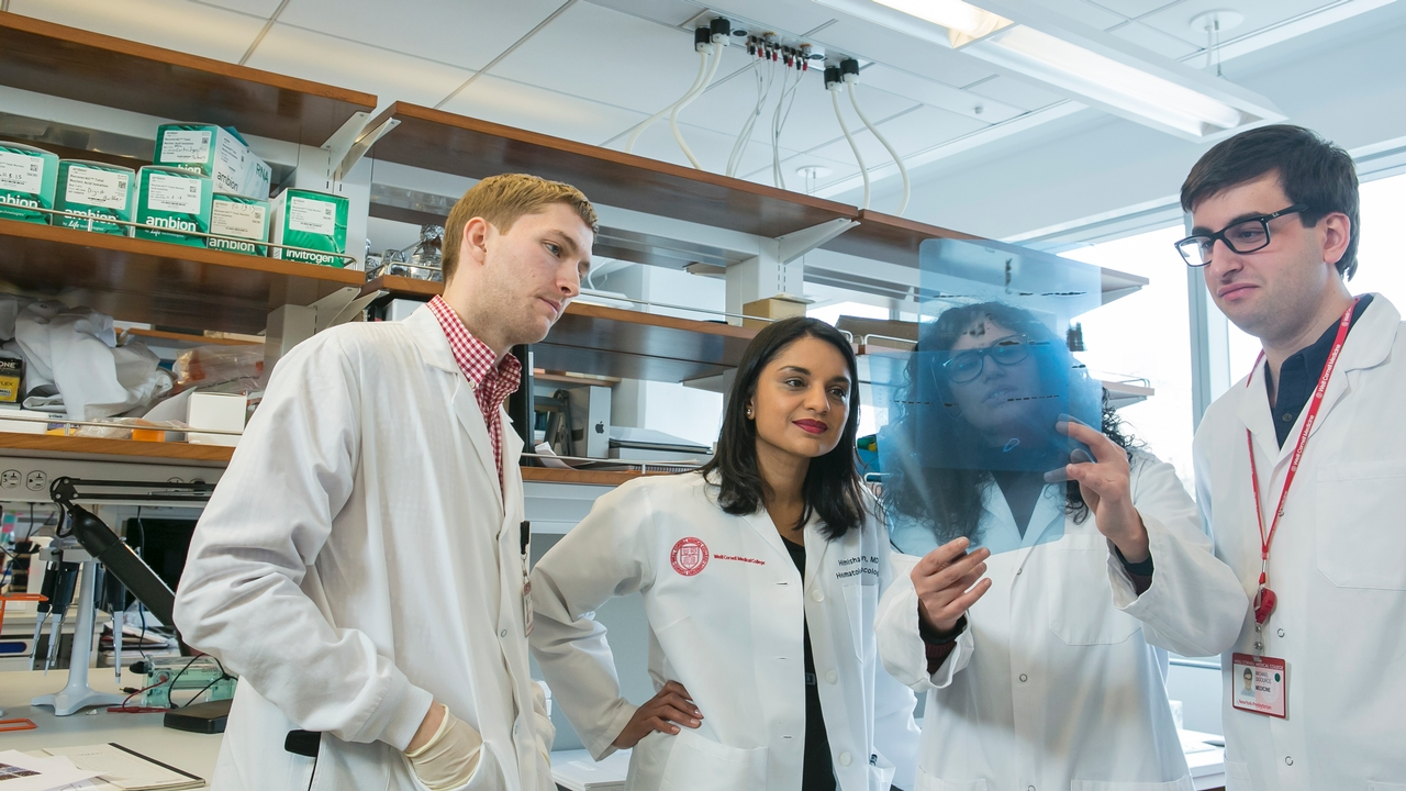 Himisha Beltran and associates in the lab