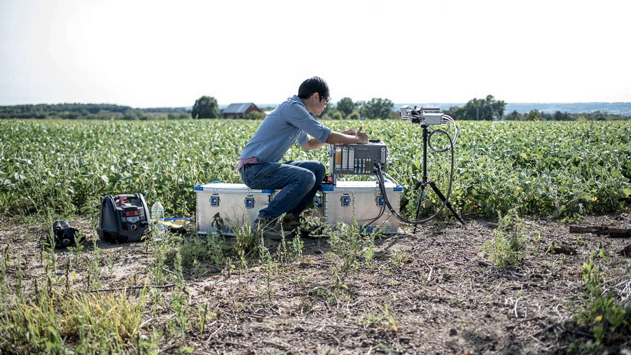 Christine Yao-Yun Chang measures photosynthesis in a soy field.