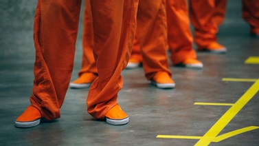 prisoners in orange jumpsuits