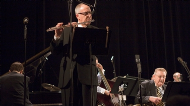 David Skorton plays flute with the Jazz