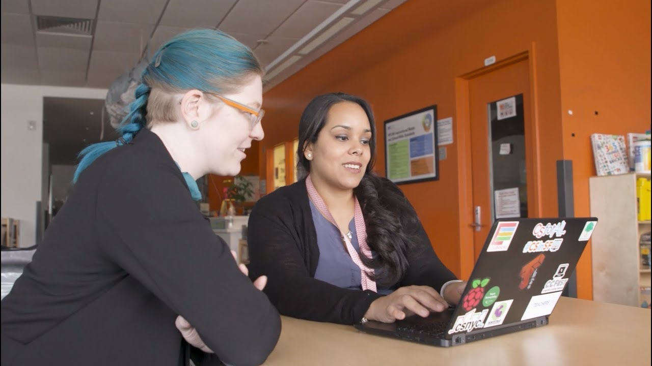 A teacher being instructed in computer science teaching